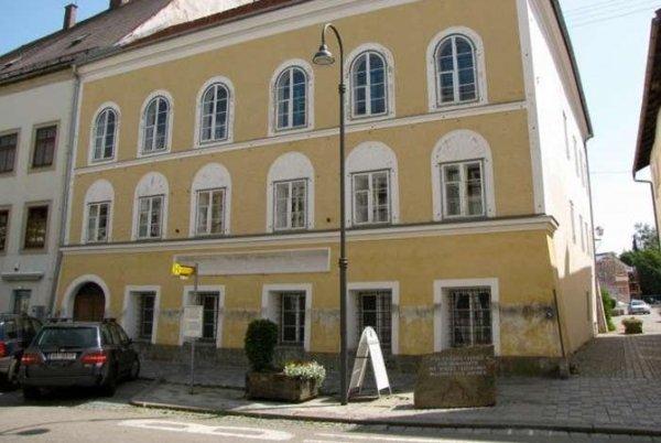 Сотрудники органов исполнительной власти выступили с предложением демонтировать дом Гитлера