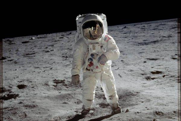 Чтобы отправить космонавтов на Марс, нужно для начала освоить Луну
