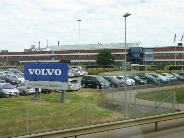 Компания Volvo продемонстрировала журналистам уникальное производство своих двигателей