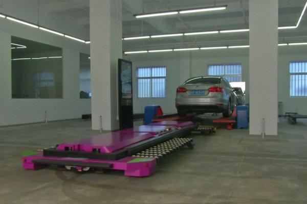 Китайские инженеры изобрели робота-парковщика
