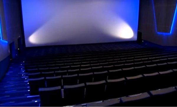 Учёные создали экран для кинотеатров, позволяющий смотреть 3D-фильмы без очков