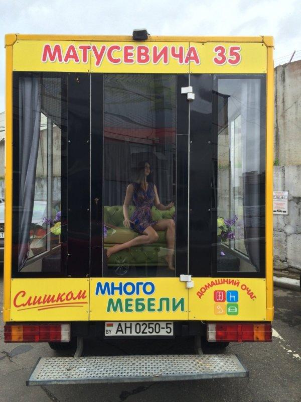 С какой целью комната с мебелью разъезжает по Минску?
