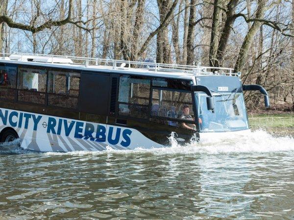 В Германии стартовали испытания подводного автобуса