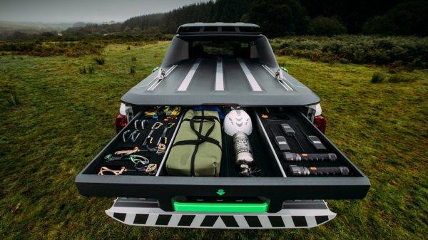 Компания Nissan создала пикап, позволяющий выживать в условиях дикой природы
