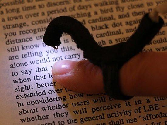 Учёные создали устройство, позволяющее слепым читать без использования шрифта Брайля
