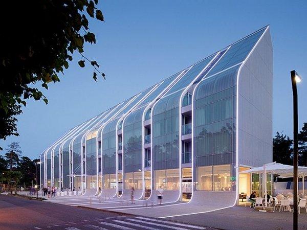 В Польше построили отельный комплекс в виде волны