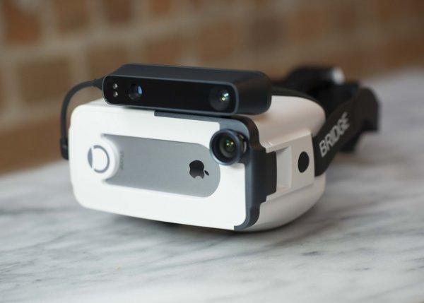 iPhone получил очки виртуальной реальности со встроенным трекингом