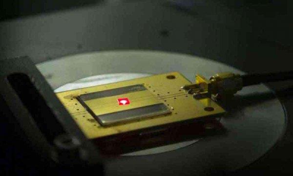 Учёные создали самый маленький радиоприёмник в мире, размером два атома