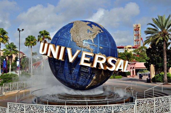 Universal собирается запустить три парка развлечений