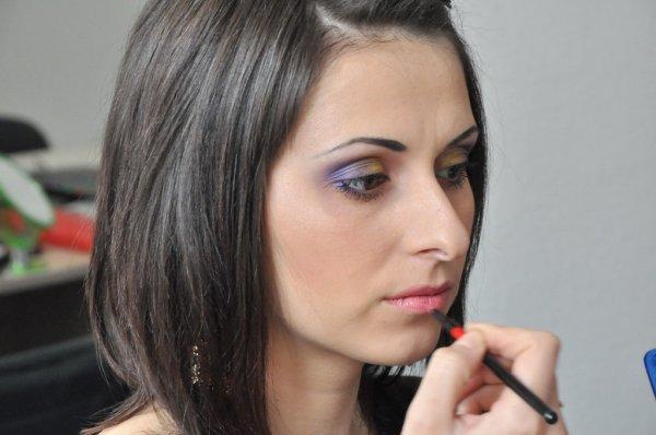Визажисты придумали новый макияж губ