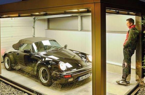 В Германии мужчина построил необычный гараж для своей машины