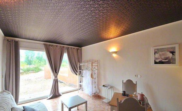 Фактурные натяжные потолки – функциональный и изысканный компонент дизайна