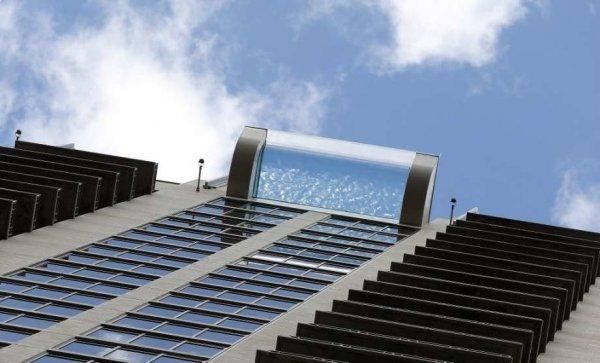 В Техасе появился «Небесный бассейн», который свисает с крыши небоскрёба
