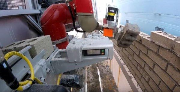Американцы создали необычного робота-каменщика