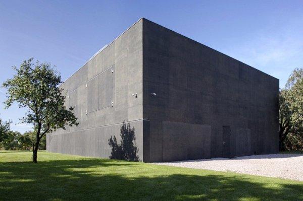 В Польше построили дом, напоминающий бункер, обеспечивающий надёжную защиту от грабителей