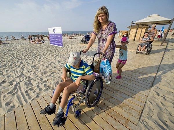 На берегу Байкала открыли пляж для инвалидов