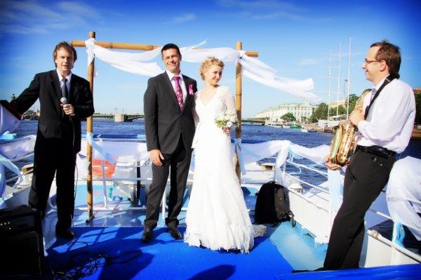Роскошное празднование свадьбы на теплоходе