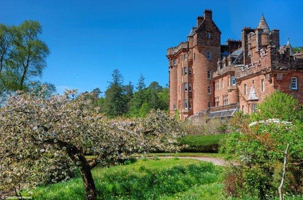 В Шотландии продают замок с сокровищами