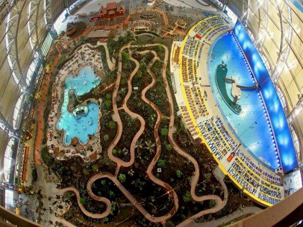 В Германии в ангаре создали тропические острова