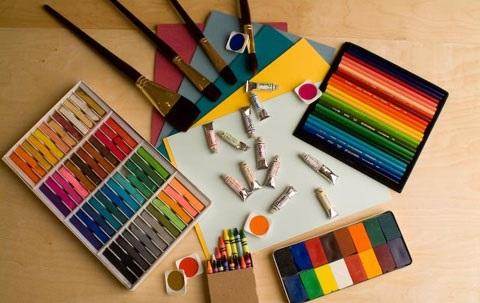 Студия рисования для взрослых объясняет особенности изображения лиственных деревьев карандашом