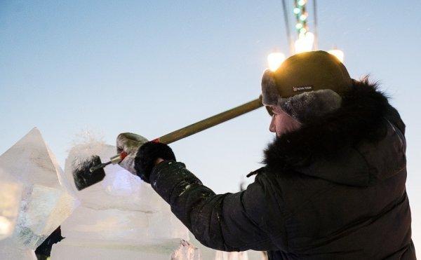 В парке в Хабаровске появятся ледовые скульптуры роботом, миньона и Гагарина
