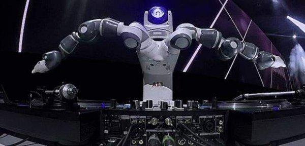 В клубе в Праге появился робот-диджей