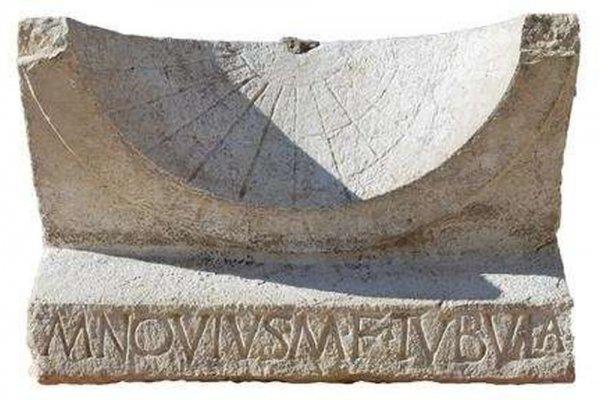 Археологи нашли солнечные часы, принадлежавшие одному из политиков Древнего Рима