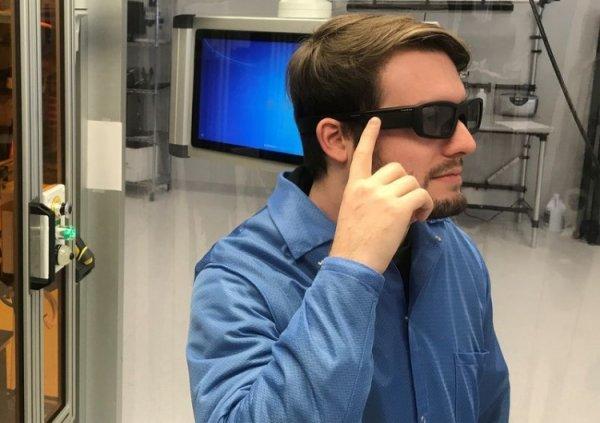 Intel презентовал интеллектуальные очки