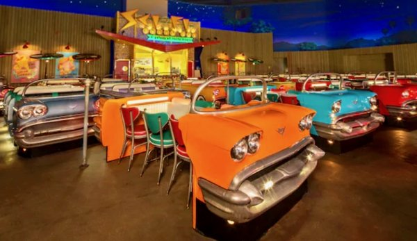 В США открыли необычный ресторан в стилистике 50-х годов
