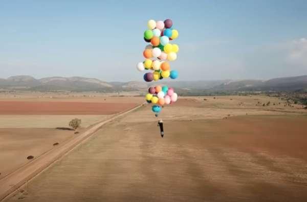 Житель Великобритании совершил полёт на стуле, к которому были привязаны воздушные шары