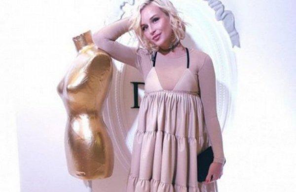 «Уволь стилиста!» Полину Гагарину раскритиковали за неудачный наряд