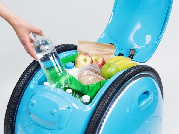 Изготовитель мотороллеров показал свой робот-чемодан