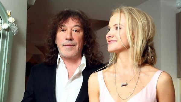 Владимир Кузьмин объявил о разводе с молодой женой