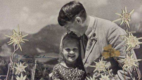 На аукционе продали уникальное фото нацистского фюрера