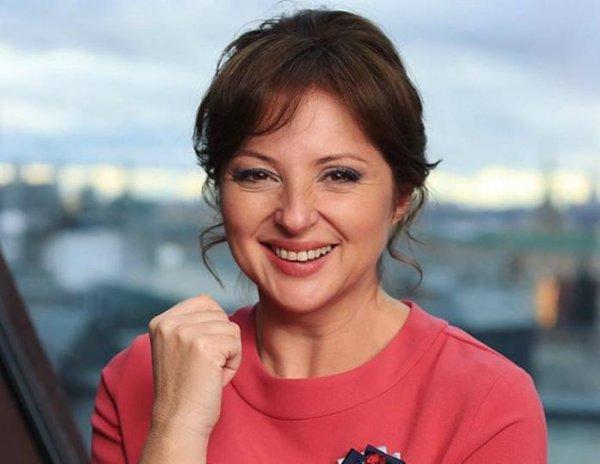 Анна Банщикова вышла в свет с подросшими сыновьями