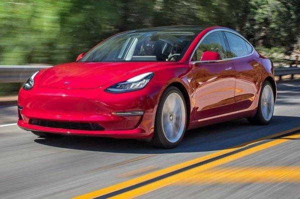 Машины Tesla смогут в автоматическом режиме вызывать эвакуаторы
