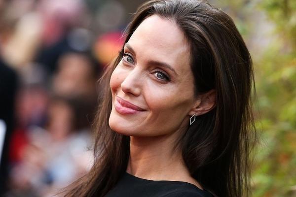 Анджелина Джоли начнет жизнь с чистого листа