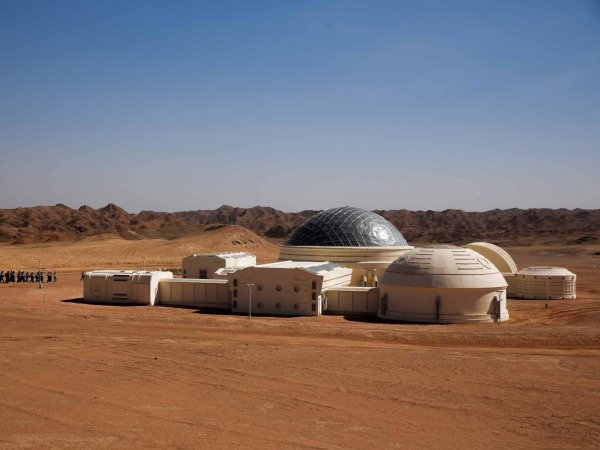 В пустыне Китая создали марсианскую базу для подростков