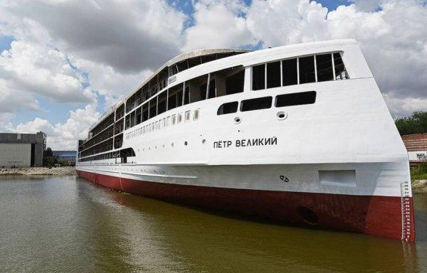 На воду успешно спустили первый российский круизный лайнер