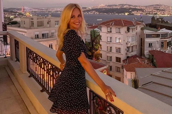 Виктория Лопырева поделилась моментами первых встреч с Игорем Булатовым