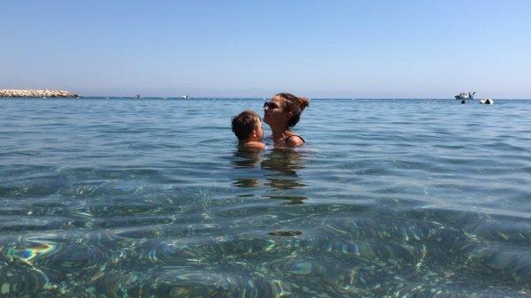 Эвелина Бледанс на отдыхе пострадала от нападения медуз