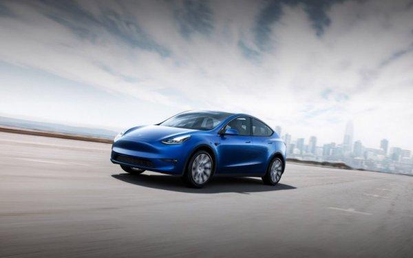 Машина Tesla сможет разговаривать с пешеходами